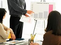 組織再編のスケジュール管理や各種書類を作成します